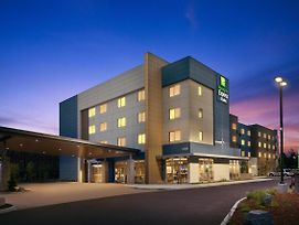 Holiday Inn Exp N Suite Arpt-Cascade Stn photos Exterior