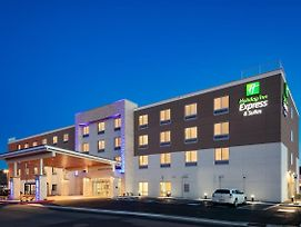 Holiday Inn Express & Suites Medford photos Exterior