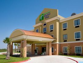 Holiday Inn Express & Suites Kingsville photos Exterior
