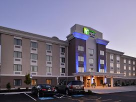 Holiday Inn Express & Suites West Ocean City photos Exterior