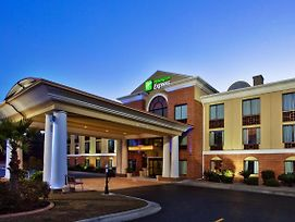 Holiday Inn Express Hotel & Suites Hinesville photos Exterior