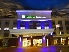 Holiday Inn Express & Suites Toledo South - Perrysburg photos Exterior