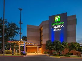 Holiday Inn Express & Suites San Antonio Medical-Six Flags photos Exterior