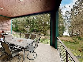 New Listing! Serenity Lake House On The Siltcoos Home photos Exterior