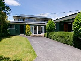 Hilltop Hideaway - Taupo Holiday Home photos Exterior