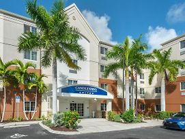 Candlewood Suites Fort Myers Sanibel photos Exterior
