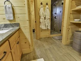 Take It Easy In This Custom Designed Luxury Log Cabin Is Located In Quiet Area On Paved Road. photos Exterior