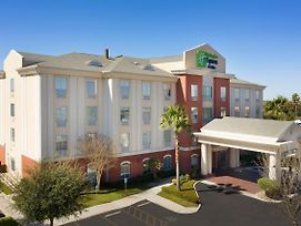 Holiday Inn Express Hotel & Suites Uvalde photos Exterior