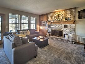 Spacious Home With Deck And Patio On Beaver Lake! photos Exterior