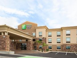 Holiday Inn Express & Suites Pahrump photos Exterior