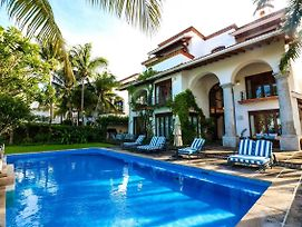 9 Bedroom Beachfront Villa In Hotel Zone Sleeps 25! photos Exterior