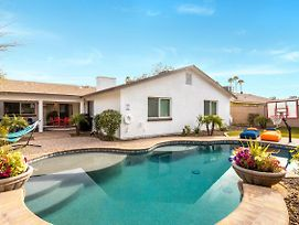 New Listing! 6Br Cozy Scottsdale Modern W/ Pool Home photos Exterior