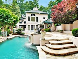 Magnificant & Private Lakefront Estate Home photos Exterior