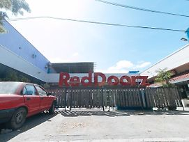 Reddoorz @ Chipeco Avenue Calamba photos Exterior
