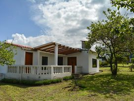 House In Cotacachi In A Quite And Peaceful Area photos Exterior