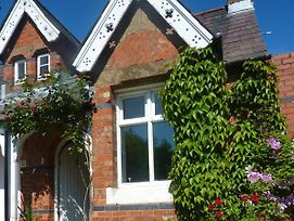 Charming 2-Bed 2-Bath Cottage In Rostrevor photos Exterior