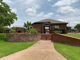 Sweet Range Style House - Bungalows For Rent In San Antonio photos Exterior