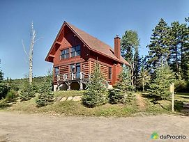 4-Bedroom Chalet Fraternite In Lac-Superieur Tremblant photos Exterior