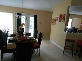 Large Family Home@ Chimney Trail - Houses For Rent In San Antonio photos Exterior