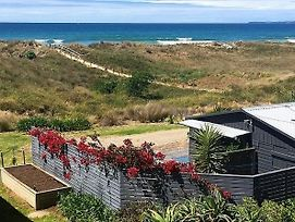 Brilliant Beachfront Bach - Beachfront Bach Papamoa photos Exterior