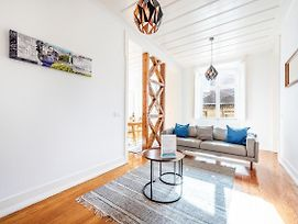 Sunny Downtown Apartment By Guestready photos Exterior