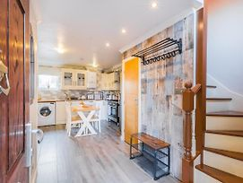 Bright, 3-Bed House In Convenient London Location photos Exterior