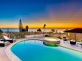 #845 - Seascapes & Sunsets Six-Bedroom Holiday Home photos Exterior