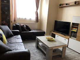 Entire Flat. Very Comfortable. 1 Bedroom London photos Exterior