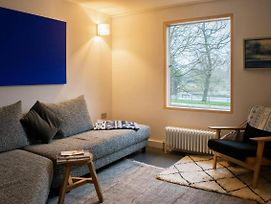 Stunning Canal Side 3 Bedroom House In East London photos Exterior