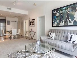 Luxe 2 Bedroom In Heart Of La On The Walk Of Fame! photos Exterior