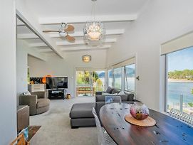 Absolute Waterfront - Tairua Holiday Home photos Exterior