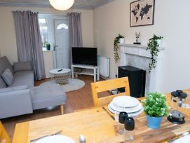 Fab Serviced Apartment On The Edge Of The City Close To The Vibrant Suburb Of Jesmond Travel Links All Around photos Exterior