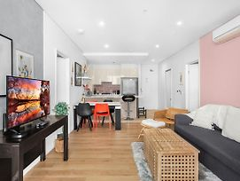 Central, Spacious And Bright Two-Bed Pad photos Exterior