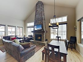 New Listing! Granby Ranch Basecamp, Ski-In/Ski-Out! Home photos Exterior