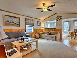 Cozy Charlestown Cottage: 1 Mi To Town Beach! photos Exterior