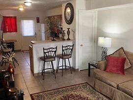 Cozy 2 Bedroom Apt. In The Heart Of Carbondale photos Exterior