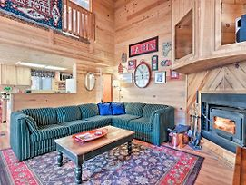 Cozy Pinetop Cabin - Fireplace & Covered Deck photos Exterior