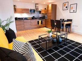 Modern Stylish Two Bedroom Apartment, Reading photos Exterior