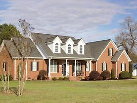 Luxurious Country Home Complete With Horses! photos Exterior