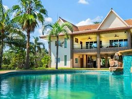 Capital O916 Chill Chill D Pool Villa photos Exterior