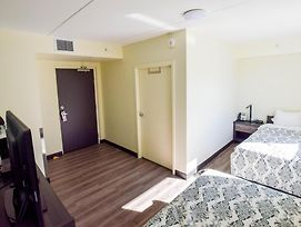 Backpacker College @ University Of Waterloo - Private Twin Room W Two Beds photos Exterior