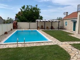 Attractive Holiday Home In Zadar With Private Swimming Pool photos Exterior