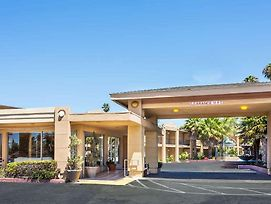 Travelodge By Wyndham Vallejo / I-80 photos Exterior