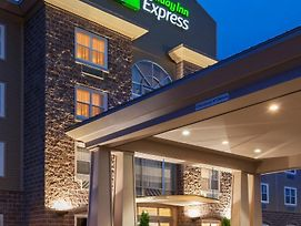Holiday Inn Express Deer Lake photos Exterior