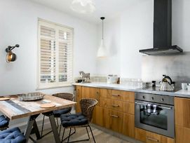 Rustic 2 Bed Maisonette Over 3 Floors In Goodge St photos Exterior