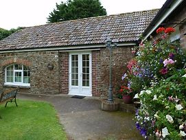 Holiday Cottage With Shared Swimming Pool photos Exterior