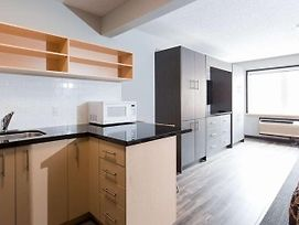 Backpacker College @ Conestoga College - Entire Studio Suite W Two Beds photos Exterior