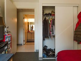 Backpacker Student @ University Of Waterloo - Private Room In Shared Four Bedroom Apartment photos Exterior