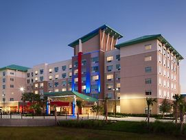 Holiday Inn Express & Suites Orlando At Seaworld photos Exterior