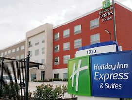 Holiday Inn Express & Suites Houston Iah - Beltway 8 photos Exterior